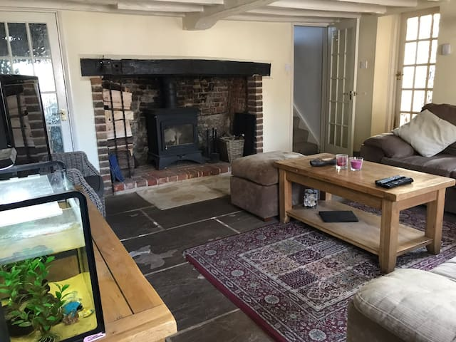 16th Century - 3 bed riverside cottage