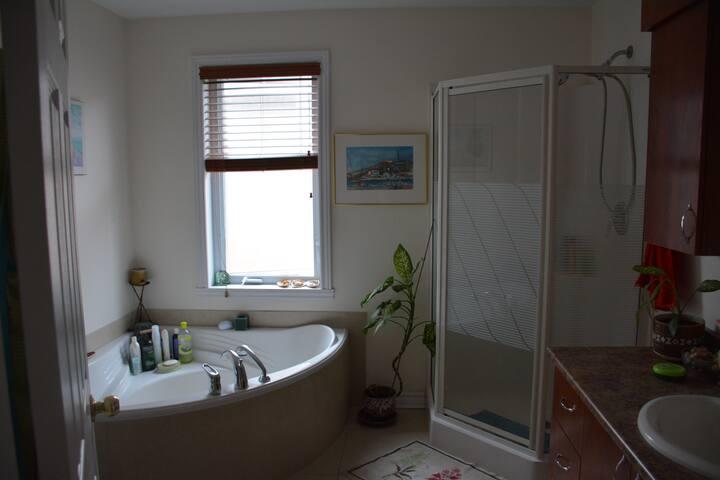 salle de bain collée à la chambre