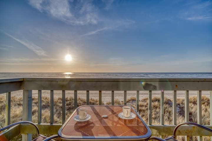 Whale Watcher Condo #3 Updated Oceanfront Two-Bedroom Brings You Panoramic Rockaway Beach Views!