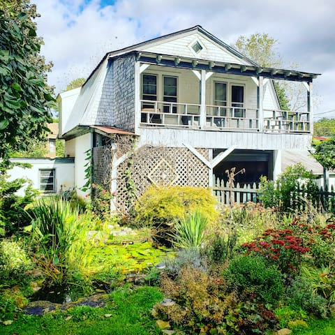 Charming Guest Cottage in Upscale Neighborhood