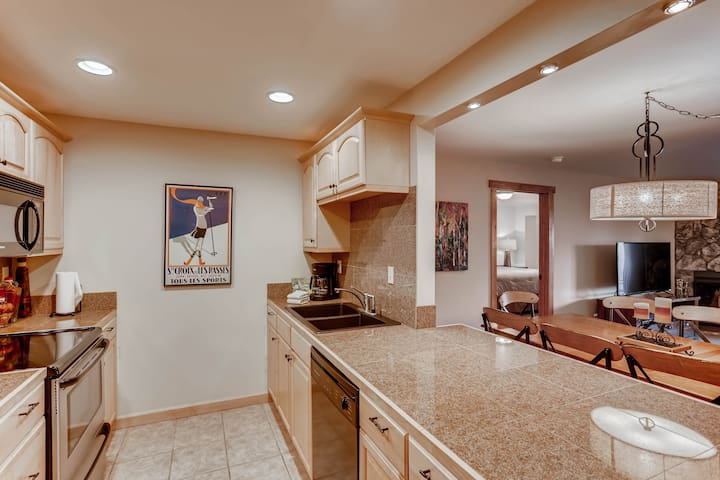 Luxury Condo with full kitchen steps to Riverfront Gondola in Avon  A401L