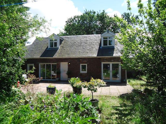 Garden Cottage, Bishopton - Bishopton - 一軒家