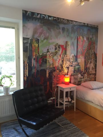 Room in a nice apartment - Lidingö - Bed & Breakfast
