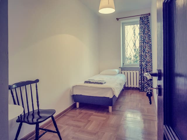 MOSU cozy cheap room - Warszawa - House