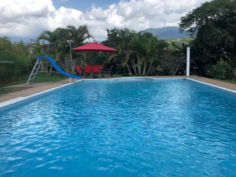 Acogedora casa con piscina en Fusagasugá
