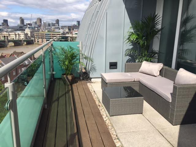 Stunning Penthouse Studio With River Views