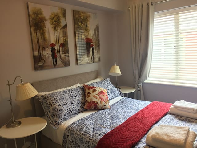 Newly Decorated two bed in the centre of Killarney