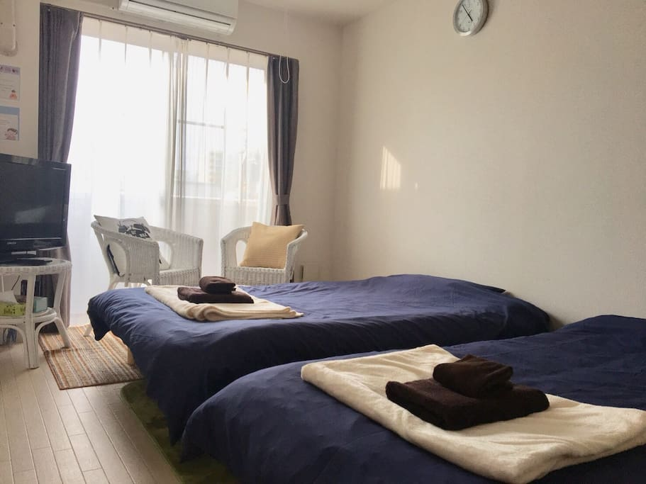 2 bed in the room