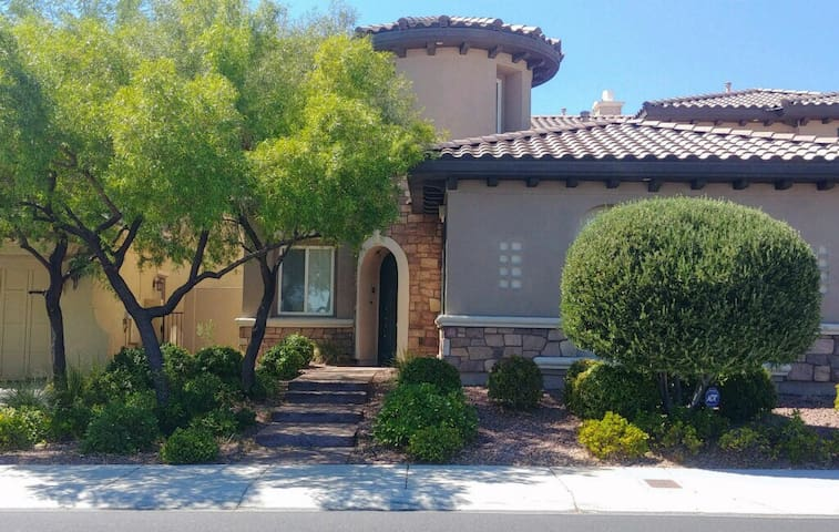 Summerlin/Red Rock. Guest house; guard gated area
