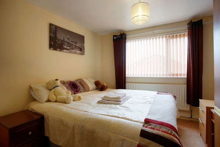 Near town centre-Cosy Superking Bed - Walsall - Huis