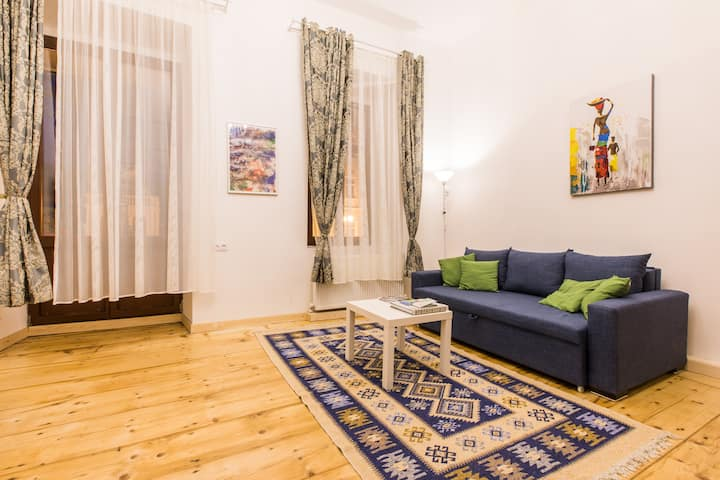 Adorable  City Center Apartment with Balcony ★81★