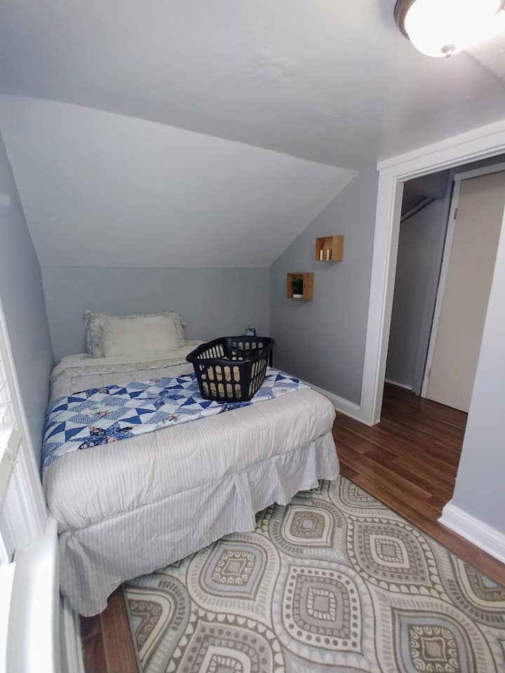 Cozy Modern Room Perfect Location Albany