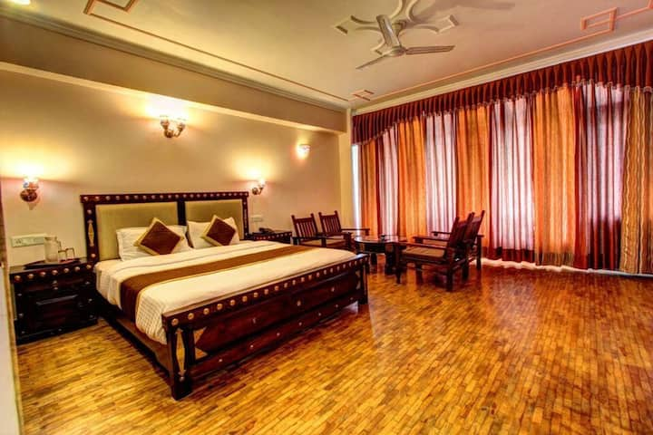 Entire penthouse 9 rooms the himachal inn