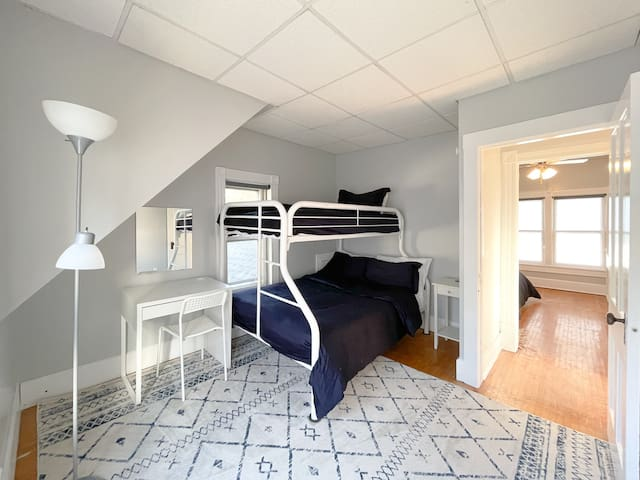 Bedroom #3: Double Bed & Twin Bed.