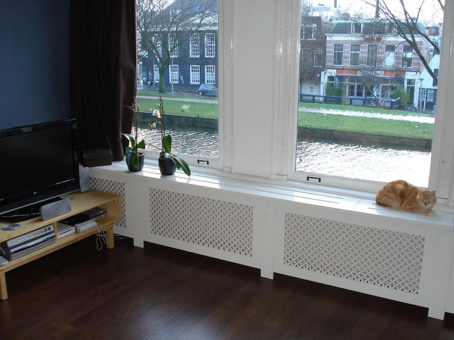 Living room with view on the canal