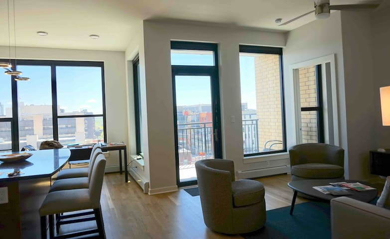 Stylish 2BD/2BTH Private Condo Downtown