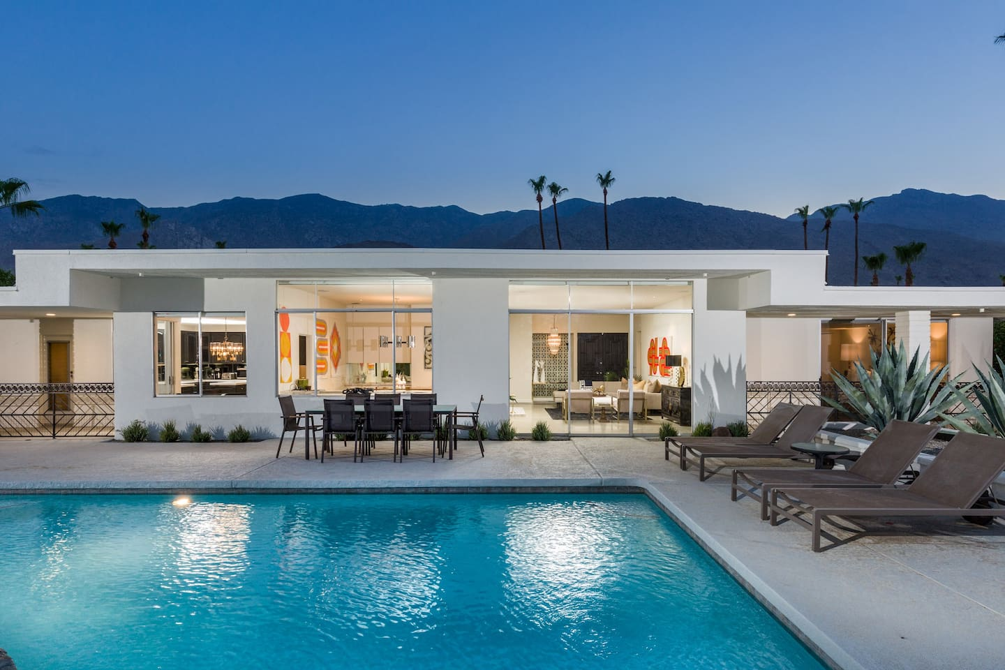 This is it! Your quintessential Indoor-Outdoor Palm Springs Modern Vacay Experience