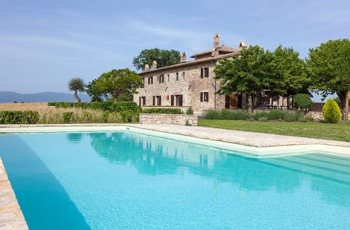 TENUTA PULCERIA luxury & spacious, huge pool, A/C