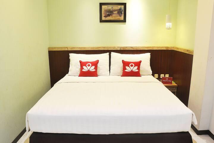 Elegant Room at KH Mas Mansyur - Semampir - Bed & Breakfast