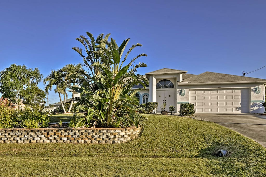Located just minutes from nature parks, great restaurants, and exciting Fort Meyers, this home is the perfect base for all your coastal adventures.