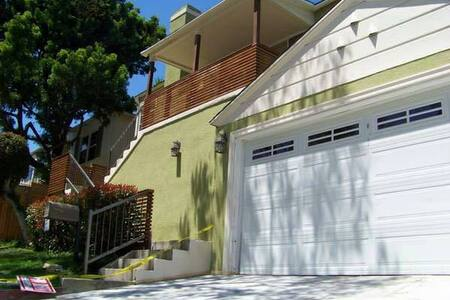 Cozy home in the Hills with 3 Private bedrooms - View Park-Windsor Hills