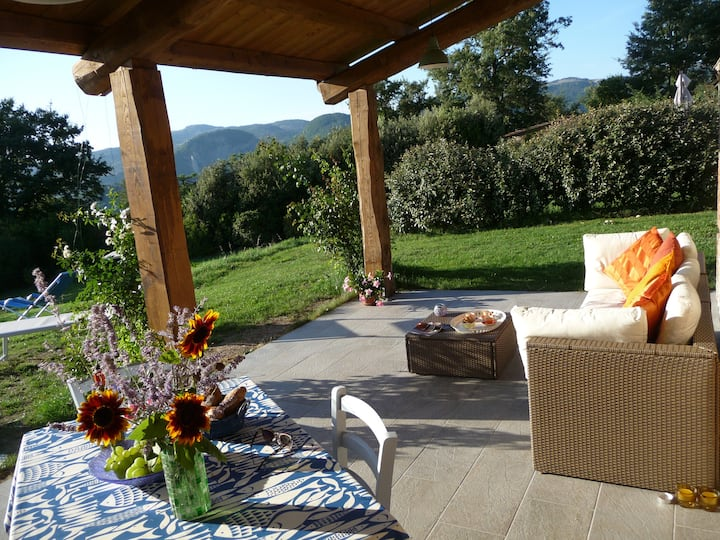Tranquil hideaway, lovely porticato, amazing views
