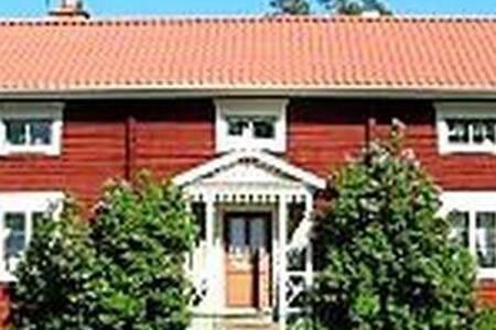 Bo på Hälsingegård Hisved i ett helt eget hus