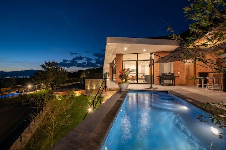 "Exclusiva casa en San Juan Cosala ""El Tepetate"""