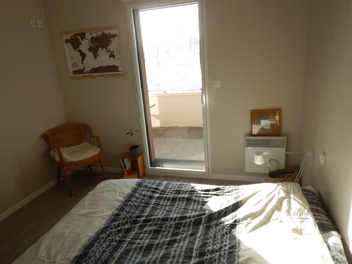 Chambre double dans le bourg (log. entier les WE)