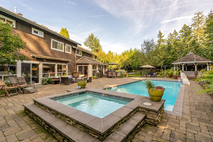 Gorgeous home w POOL/hot tub/gym/Location! Private