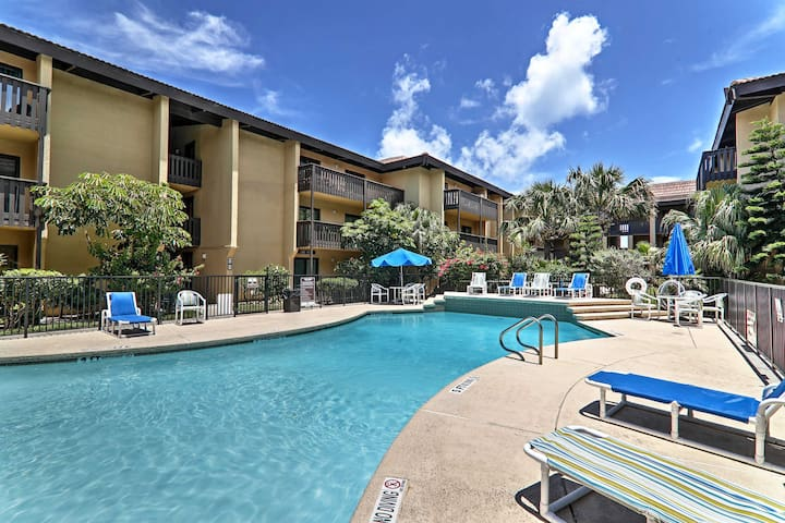 This pet-friendly unit sleeps up to 5 and offers access to 3 community pools.