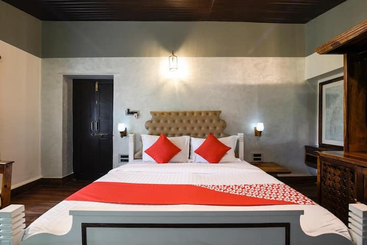Double Bed Super Deluxe Room | Capacious Rooms with breakfast at Mount Abu