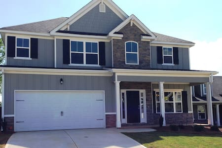 Masters Rental -Newly Built Home - Evans