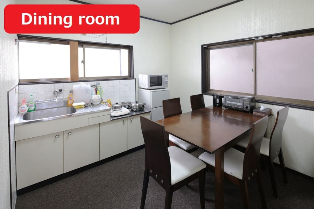 This is a dining room on 2nd floor. You can cook the meal and use your PC. 是2楼的餐厅。烹调,能用你的个人电脑。 2층의 식당입니다.요리하거나 당신의 PC를 사용할 수 있습니다.
