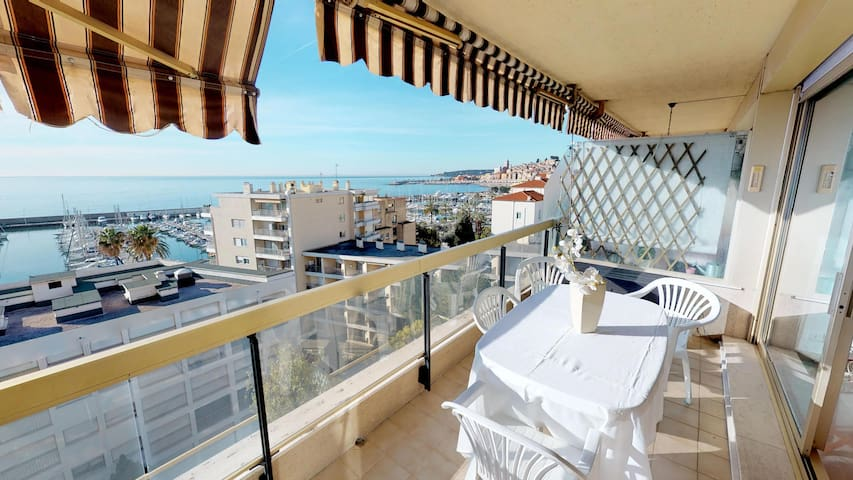 Beautiful 2rooms apartment with magnificient sea view and garage