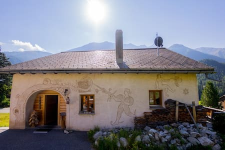 Top renoviertes Engadinerhaus, nähe St. Moritz - Brail