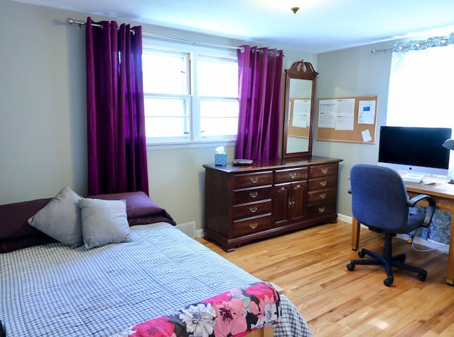 High speed wifi internet and office with a full sized quality futon to sleep 2 more!