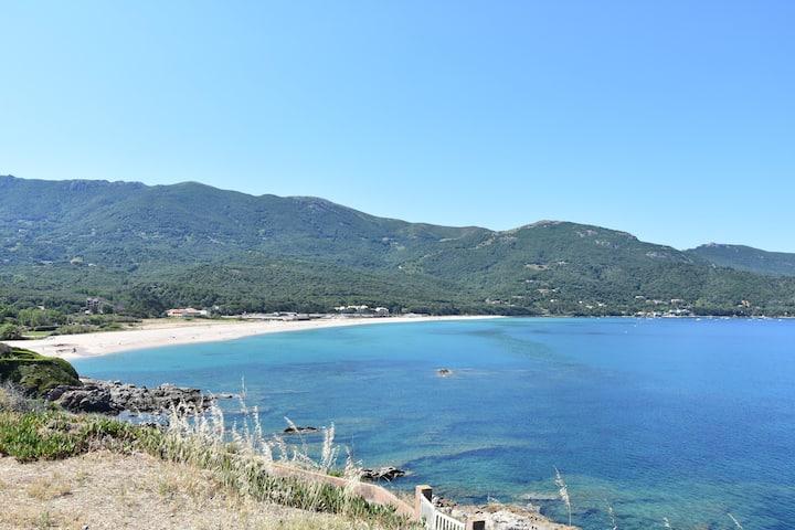 Studio, plage à 150m, mini vue mer 30min d'Ajaccio