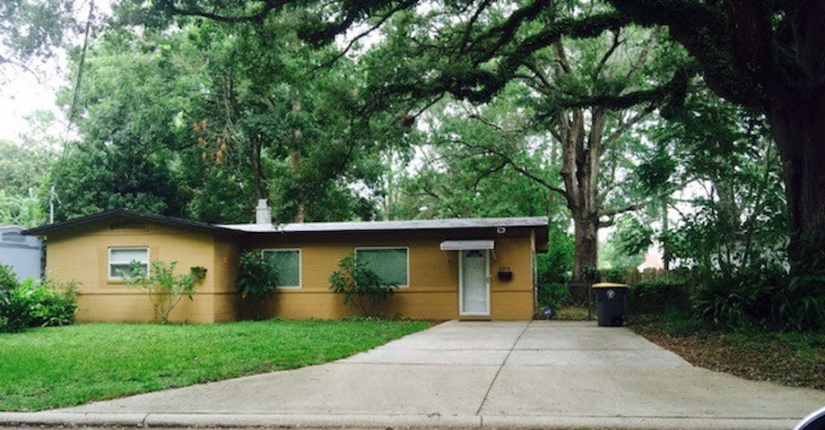 Cozy 2B w/fenced yard - Jacksonville - Haus