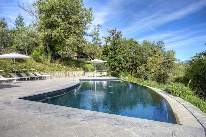 Scenic Farmhouse in Poppi with Swimming Pool