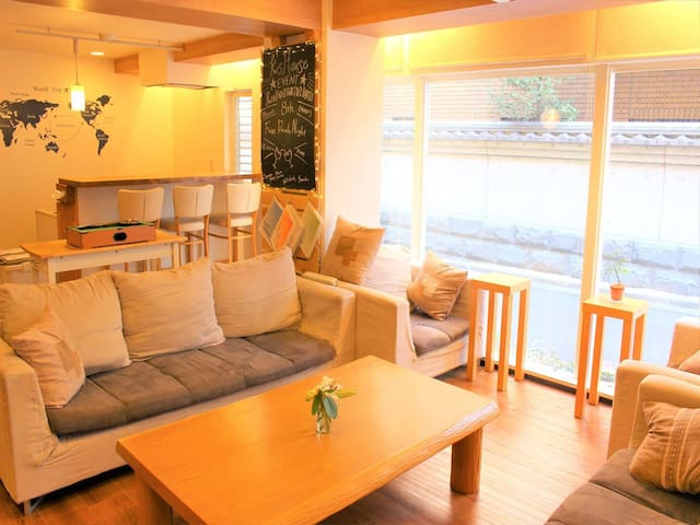 Hostel just 1 min from Sta. / Basic 6 bed private