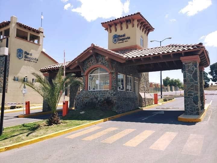 Bonita Casa Nueva 2 Niveles, Cerca de Aeropuerto.