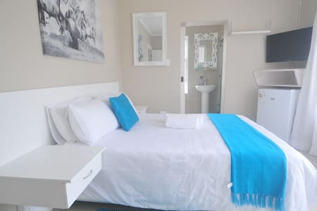 King Guest Lodge in Bluewater Bay - Port Elizabeth - Penzion (B&B)