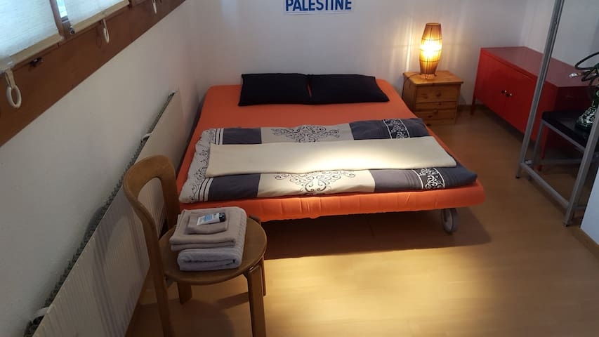 Comfortable Bedroom with living room & bathroom - Reinach - Casa