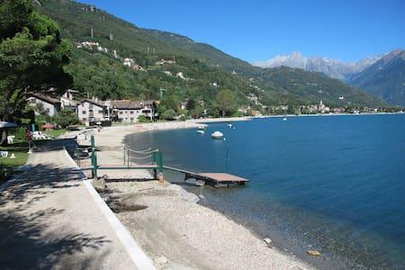 """CASA VACANZE """"5 CASE"""" a 50 metri dal lago di como - Gera Lario"""