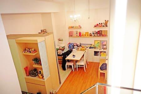 (5)家庭同樂宅,台北101信義計畫區5分鐘,象山捷運站3分鐘,挑高雙層,3房2廳 - 台北市 - Leilighet
