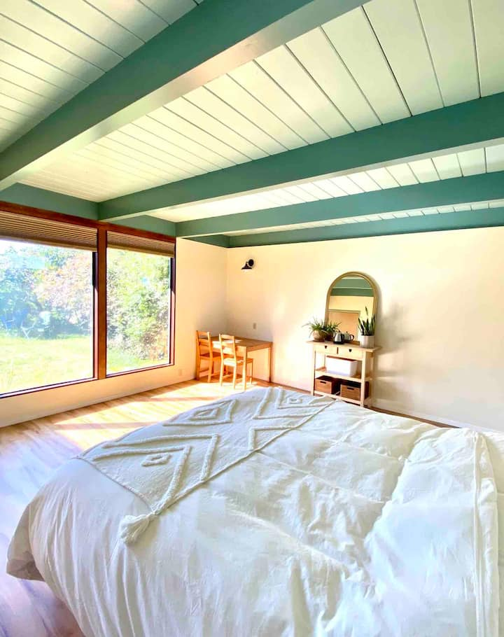 Lovely Arcata Room with ensuite Bathroom