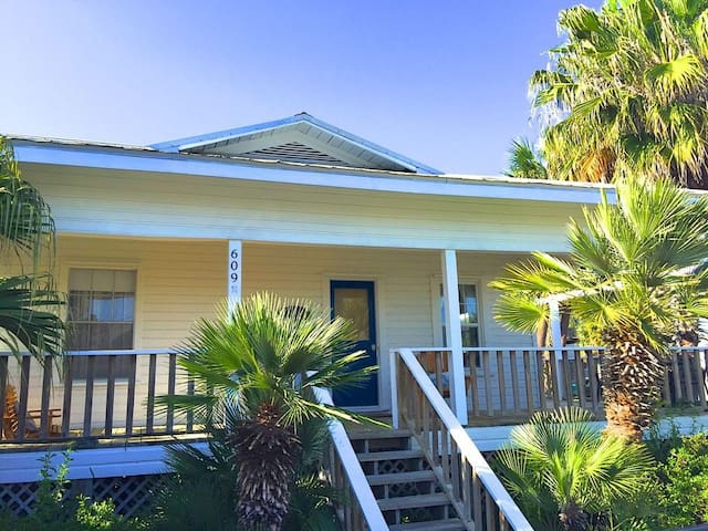 Ida Belle Cottage—Downtown, Walk to Everything!