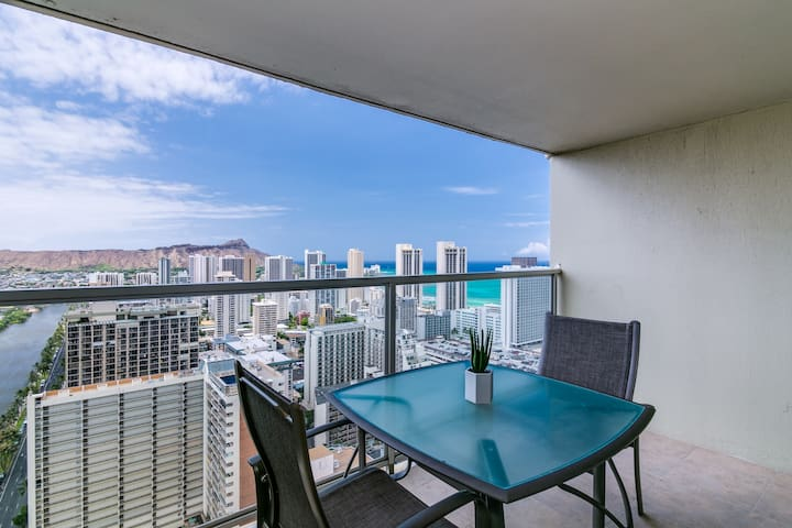 High Floor Bright Studio w/ Great View in Waikiki