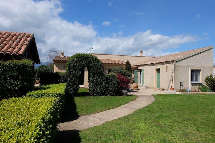 Spacieuse Villa Ghisonaccia à 1 minute de la mer
